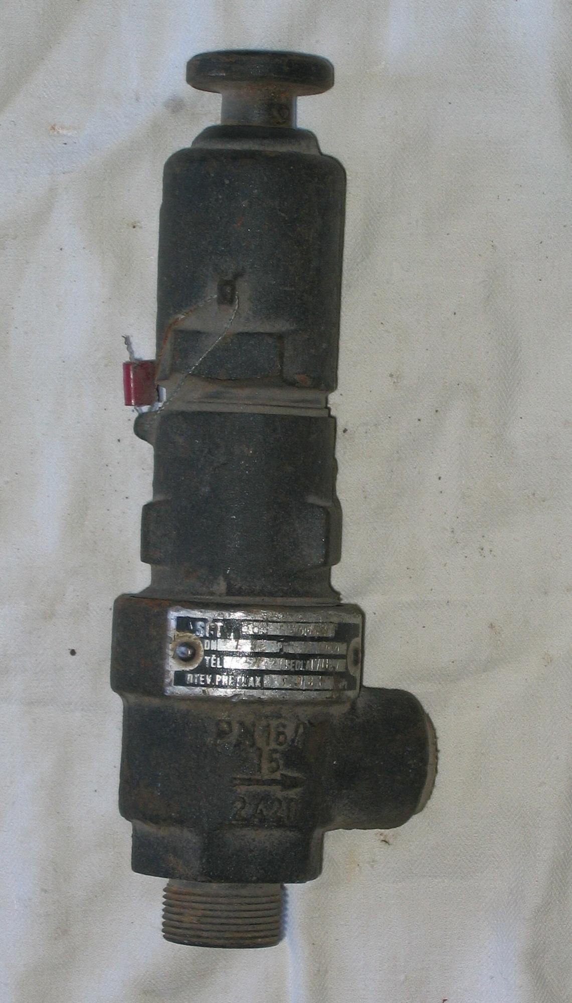 Клапан угл. чуг. имп. Ду-15 Ру-16 1